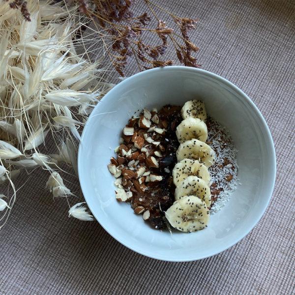 petit-dej sain porridge chocolat bananes dattes amandes